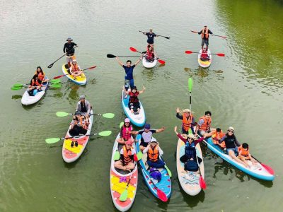 chèo kayak trên hồ ba bể